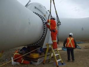 Préparation à l'érection des pâles d'une éolienne