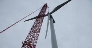Installation des pâles d'une éolienne