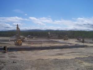 Travaux dans la zone des fondations de l'usine de pâles