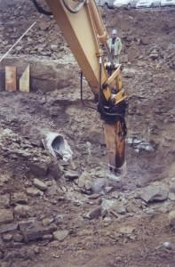 Excavation dans le roc pour l'installation de conduites d'égout